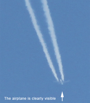 Normal contrail with visible airplane
